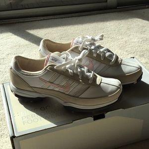 NWT Women's Nike air tech golf Shoes 7.5